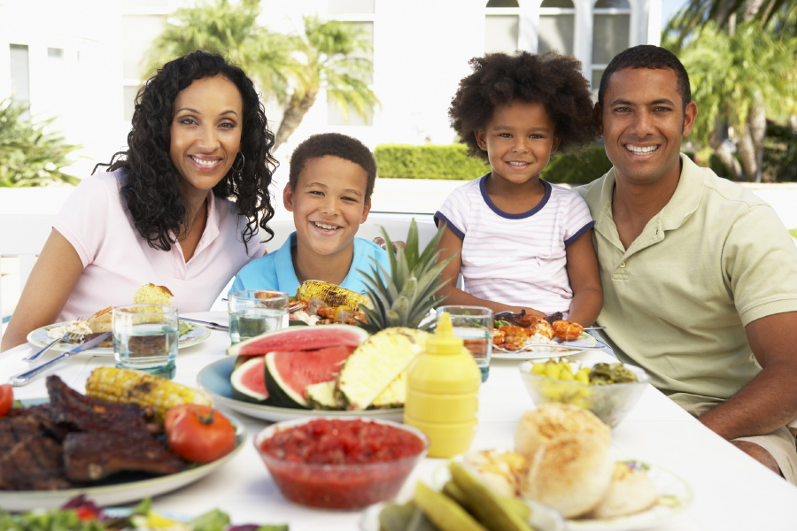 Tips to promote a healthy weight in your kids nutrition for Family diner